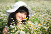 Young happy girl in the chamomile field — Stock Photo