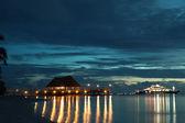 Ristorante e navata sullo sfondo tramonto mare — Foto Stock