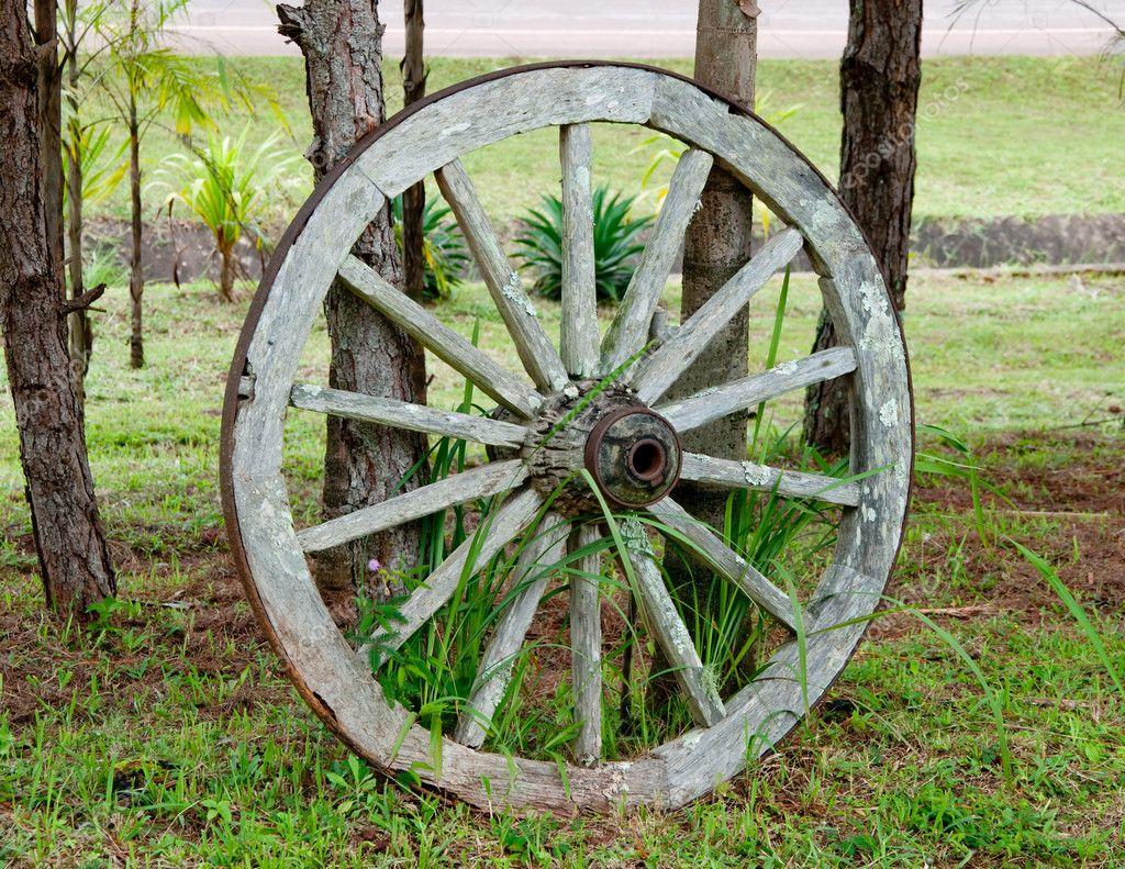 la vieille roue de charrette bois photo 10479047. Black Bedroom Furniture Sets. Home Design Ideas