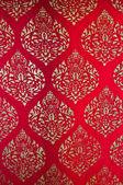 Il pattern di pittura tradizionale stile thai arte d'oro sul rosso wa — Foto Stock