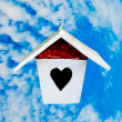 The Wooden of birdhouse on blue sky background — Stock Photo