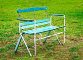 The Old bench on green grass background — Stockfoto