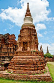 The Ruin of Buddha status and temple of wat mahathat in ayuttha — Zdjęcie stockowe