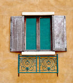 The Old window on wall background — Stok fotoğraf
