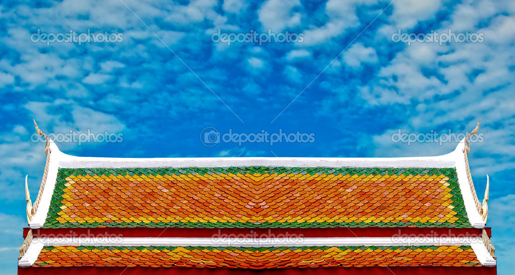 The Beautiful roof of temple on blue sky background — Stock Photo #10722432