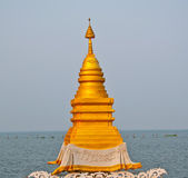 The Golden stupa at Kwan Phayao lake of Phayao province,Thailand — Stock Photo