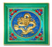 De draak ambachtelijke en schilderkunst gemengd geïsoleerd op witte achtergrond — Stockfoto