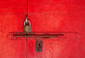 The Old master key and old bolt on red wooden door — Stock Photo