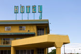 Old Grungy Hotel Sign Above Highway Motel — Stock Photo