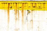 Grunge stadtmauer mit rostigen gelbe farbe — Stockfoto