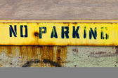 No Parking Sign Painted On Grungy Wall — Stock Photo