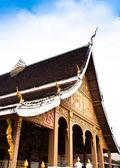 Tegenover de tempel. — Stockfoto