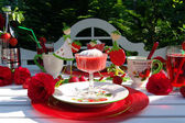 Table decoration with strawberrys. — Stock Photo