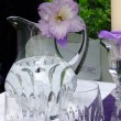Table decoration with gladiolus. To the romantic rendezvous — 图库照片