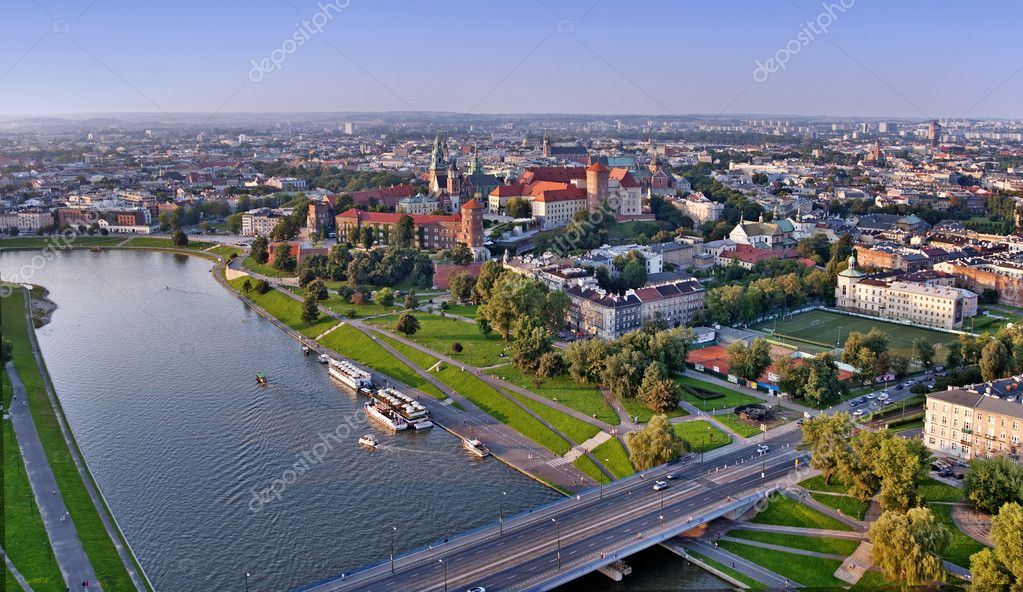 Cracow panorama with Wawel castle and Vistula river. Aerial view at sunset. — Stock Photo #9227742