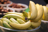 Fresh bananas in bowl — Stock Photo