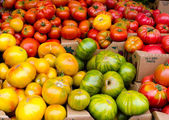Heirloom Tomatoes on display — Stock Photo
