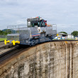 Stockfoto: Electric mule guides ships through PanamCanal