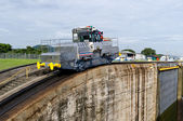 Electric mule guides ships through Panama Canal — Stock Photo
