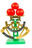 Drei tomaten und maßstab — Stockfoto