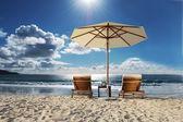 летом пляжный зонтик — Стоковое фото