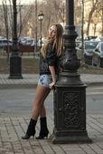 Girl at the lamppost — Stock Photo