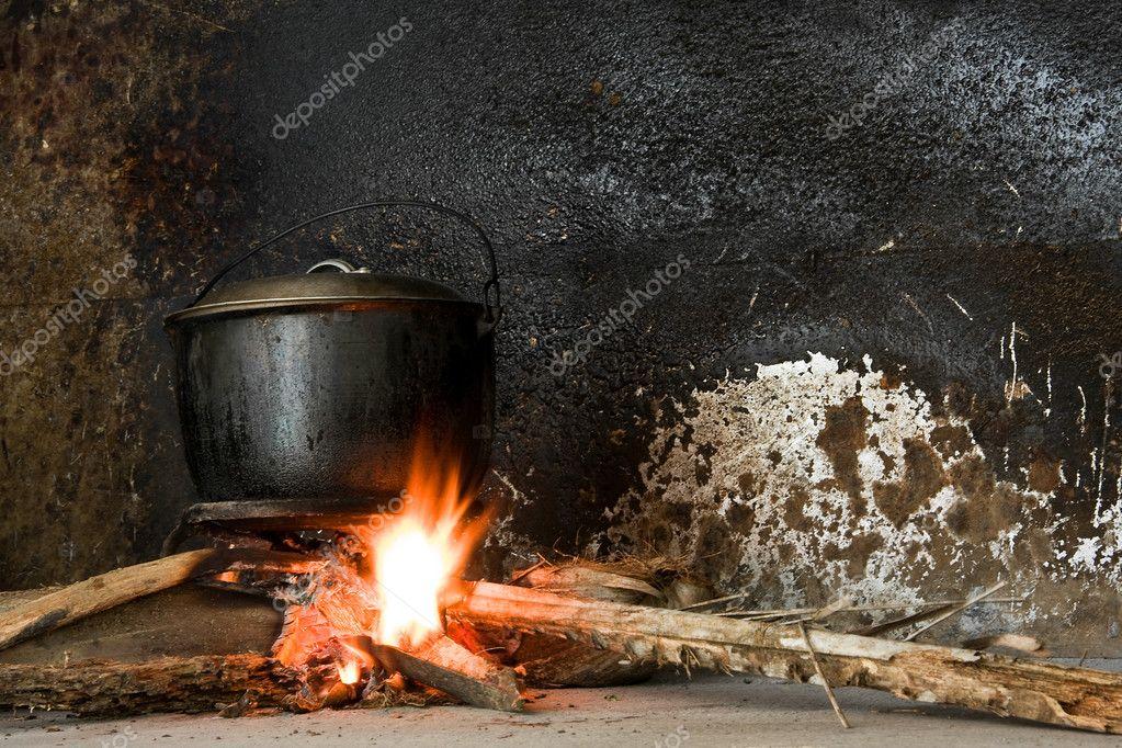 Kookpot op een open brand — stockfoto © kacpura #9383359