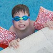 Foto Stock: Boy learning to swim