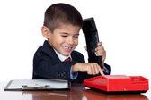 Mały biznesmen znakowania czerwony telefon — Zdjęcie stockowe