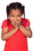 Afrikanska liten flicka som täcker munnen — Stockfoto