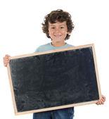 Criança com ardósia vazia para colocar palavras — Foto Stock