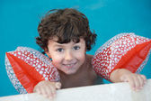 Boy learning to swim — Stock Photo