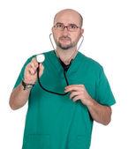 Medico, ascoltando con lo stetoscopio — Foto Stock