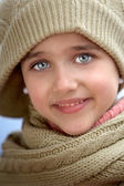 Girl sheltered for the cold — Stock Photo