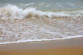 Waves breaking on shore — Stock Photo