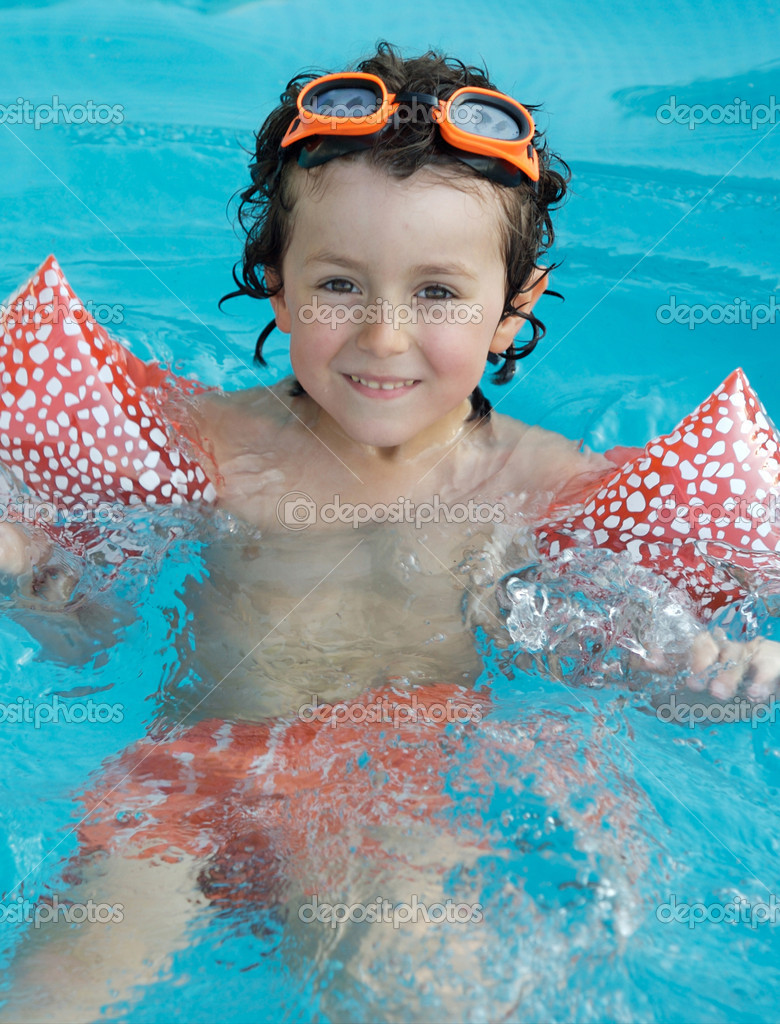 Adorable little boy learning to swim in the pool — Stock Photo #9433288