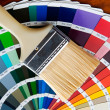 Foto Stock: Paintbrush with card of colors