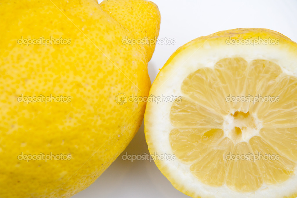 Macro of one and a half a lemon on white dish — Stock Photo #9441180