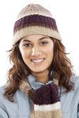 Aantrekkelijke dame beschut voor de winter — Stockfoto