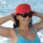 Happy girl on vacation at sea — Stock Photo #9508027