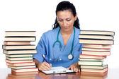 Doctor atractiva mujer con muchos libros de la escritura — Foto de Stock