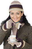 Attractive lady sheltered for the winter drinking a tea cup — Stock fotografie