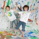 deux garçons peintes et drôles — Photo