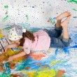 Girl playing with painting - 图库照片