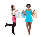 2 つの美しい女の子のショッピング — ストック写真