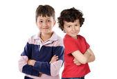 двое детей улыбается — Стоковое фото