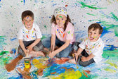 Children playing with painting — Stock fotografie