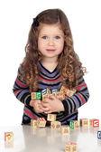 Adorable bébé jouer avec des blocs de bois — Photo