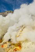 Sulphur mining, Kawah Ijen volcano, Java, Indonesia — Stock Photo