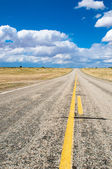 Vibrant image of highway and blue sky — Стоковое фото